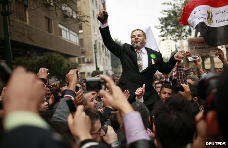 A Muslim Brotherhood MP is carried to parliament by supporters (23 January 2012)