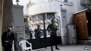 Egyptian soldiers stand guard in front of the US National Democratic Institute in Cairo on 29 Dec 2011