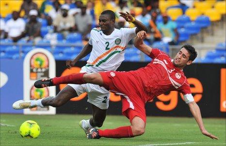 Moussa Maazou (in white) and Tunisia captain Karim Hagui