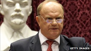 Gennady Zyuganov in front of Lenin bust