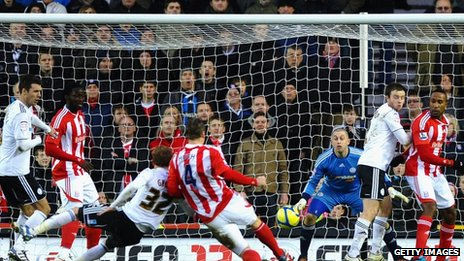 Robert Huth scores for Stoke