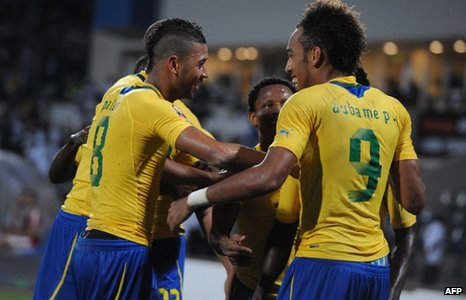 Pierre-Emerick Aubameyang celebrates with Gabon teammates