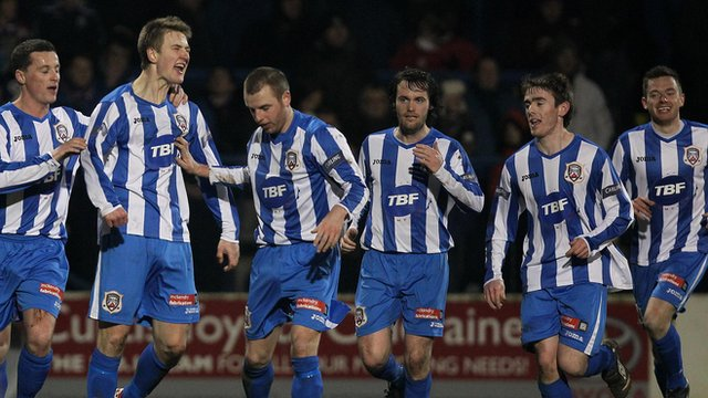 Coleraine players celebrate Shane Jennings goal against Linfield