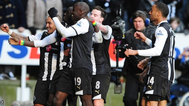 Newcastle United&#039;s Papiss Demba Cisse (second left) celebrates scoring his side&#039;s second goal