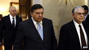 Greek PM Lucas Papademos (right) with Laos party leader George Karantzaferis (centre) and Socialist party leader George Papandreou