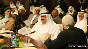 Qatar&#039;s Emir Sheikh Hamad bin Khalifa al-Thani laughs with Palestinian leader Mahmud ABbas