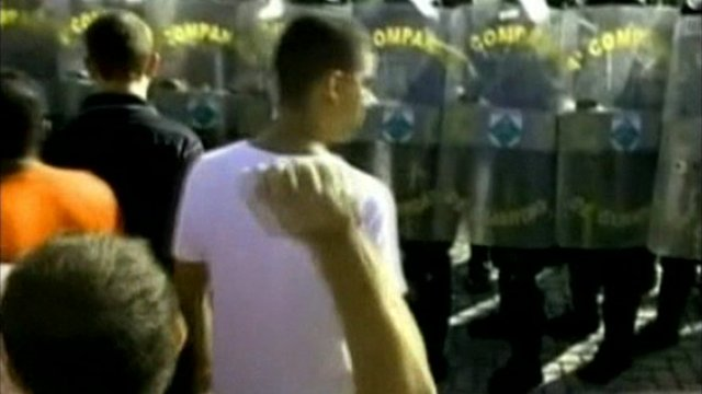 Striking police officers confronting Brazilian soldiers