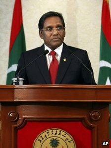Mohammed Waheed Hassan talks after being sworn-in as the country's new president in Male, 7 February 2012