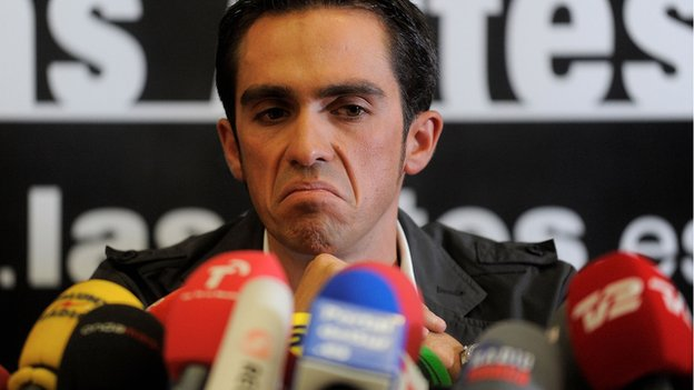 Alberto_Contador at his press conference in Spain