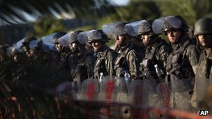 Soldiers%20maintain%20blockade%20of%20state%20legislature%20in%20Salvador