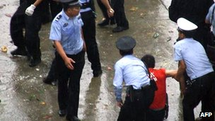 Police arrest protester in Lichuang, Hubei province, during a violent demonstration sparked by the alleged death of a local legislator (June 2011)