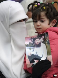 Khader Adnan's wife and daughter demand his release (24 January 2012)