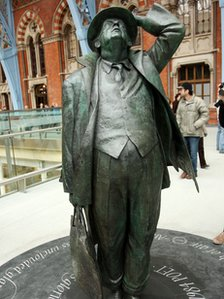 John Betjeman sculpture at St Pancras