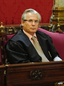 Spanish judge Baltasar Garzon attending the first day of his trial on charges for abuse of power over alleged illegal wiretapping  (17 Jan 2012)