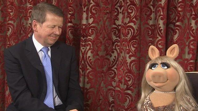 Miss Piggy talks to Bill Turnbull