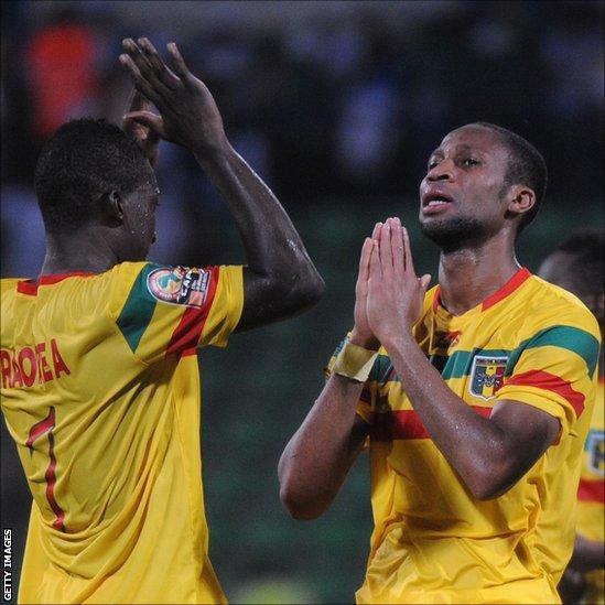 Mali's Abdou Traore and Seydou Keita (right)