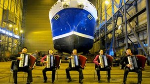 The accordionists play in Kirkenes shipyard