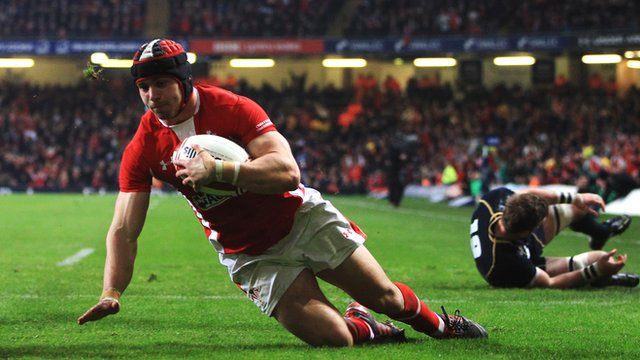 Leigh Halfpenny scores his second try against Scotland