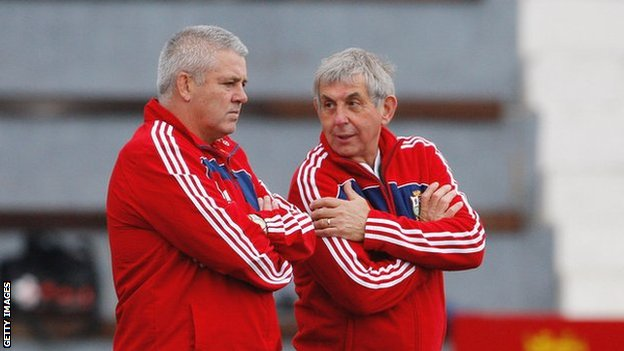 Warren Gatland and Sir Ian McGeechan talk tactics on the 2009 Lions tour