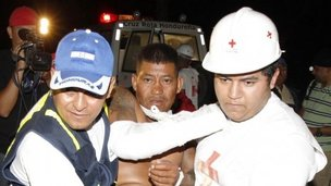 Medics carry a man injured in the fire in Comayagua. Photo: 15 February 2012