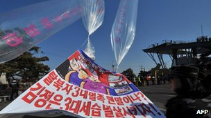 South Korean activists release balloons and banners near the inter Korea border, in Paju on 16 February, 2012
