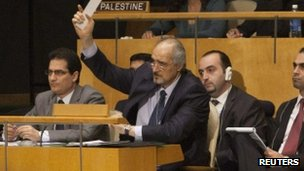 Syrian ambassador to the UN Bashar Jaafari (C) (16 Feb 2012)