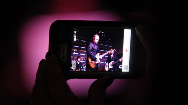 Guest records video of British musician McCartney performing at ASCAP Music Cafe