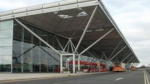 A baggage handlers' strike over Easter would bring disruption for holiday flight passengers