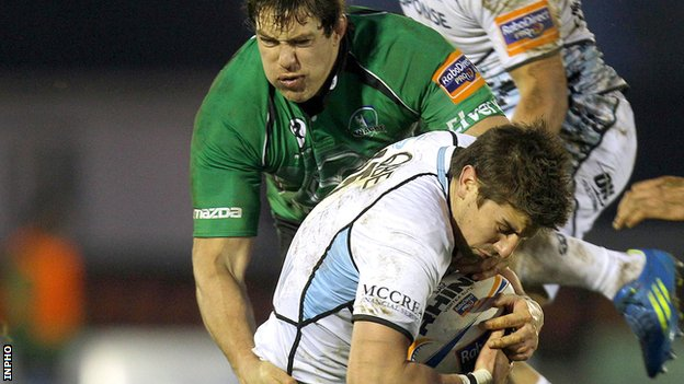 Connacht&#039;s Mike McCarthy and Glasgow&#039;s Peter Murchie
