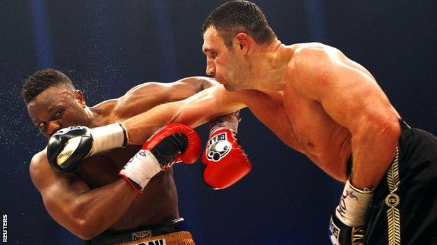 Vitali Klitschko lands a jab on Dereck Chisora