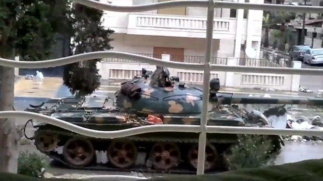 Tank entering Homs