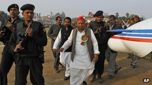 Mulayam Singh Yadav arrives in helicopter for an Uttar Pradesh rally.