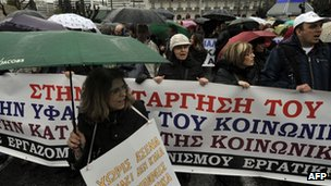 Protesters outside the Greek parliament in Athens (22 FEb 2012)