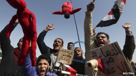 Protesters outside court in Cairo (22 Feb 2012)