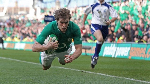 Andrew Trimble scores a try for Ireland against Italy