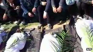 Footage of mourning in the Khalidieh district of Homs, 25 Feb 2012