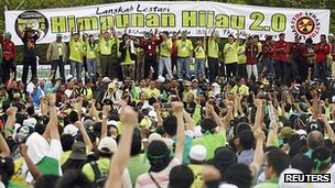 Many of the protesters in Kuantan were dressed in green