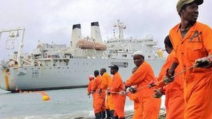 Workers haul part of a fibre optic cable onto the shore at the Kenyan port town of Mombasa on 12 June 2009. An undersea fibre optic cable bringing broadband Internet connectivity to east Africa.
