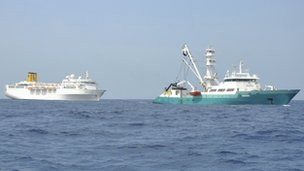 The Costa Allegra being towed by a French fishing vessel (28 February 2012)