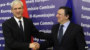 Serbian President Boris Tadic (left) with European Commission President Jose Manuel Barroso (28 Feb 2012)