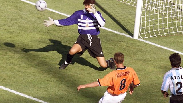 Dennis Bergkamp wins 1998 World Cup quarter-final