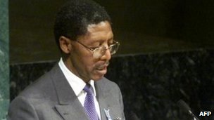 Pakalitha Mosisili, prime minister of Lesotho, delivering his remarks on the opening day of the United Nations three-day session on AIDS in 2001