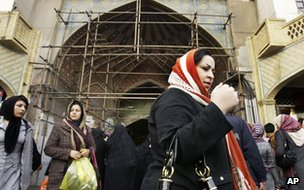 Iranians walk past the entrance to Tehran's old bazaar (2 February 2012)