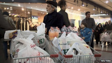 Shoppers at a supermarket in north-western Tehran (3 February 2012)
