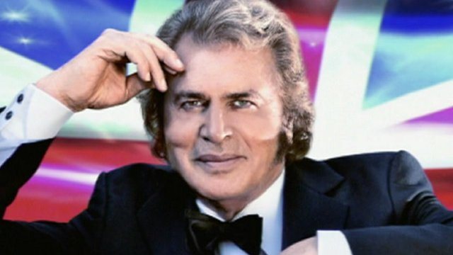 Engelbert Humperdinck in front of the Union flag