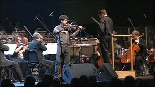 Seth Lakeman leading the BBC Concert Orchestra