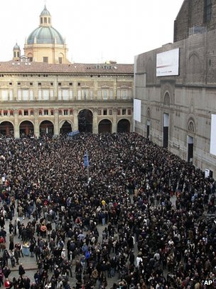 A crowd gathers outside the St Petronio Basilica for the funeral of Italian singer Lucio Dalla, Bologna, Italy (4 March 2012)