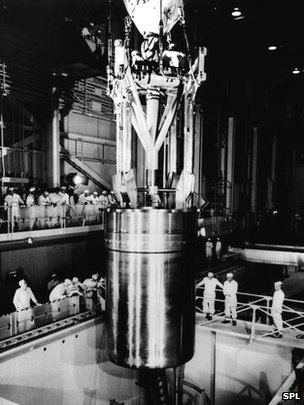 Reactor installation at Shippingport nuclear power station, 1957