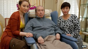 Macau casino tycoon Stanley Ho, with his third wife Chan Un-chan and daughter Florinda