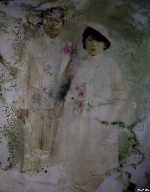 A photograph found among the rubble in Yuriage